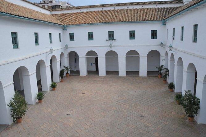 Patio blanco del Palacio de la Merced