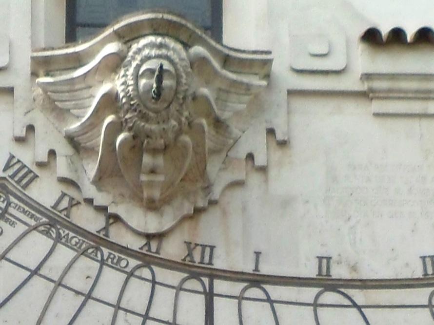 Detalle del reloj solar. Palacio de la Merced