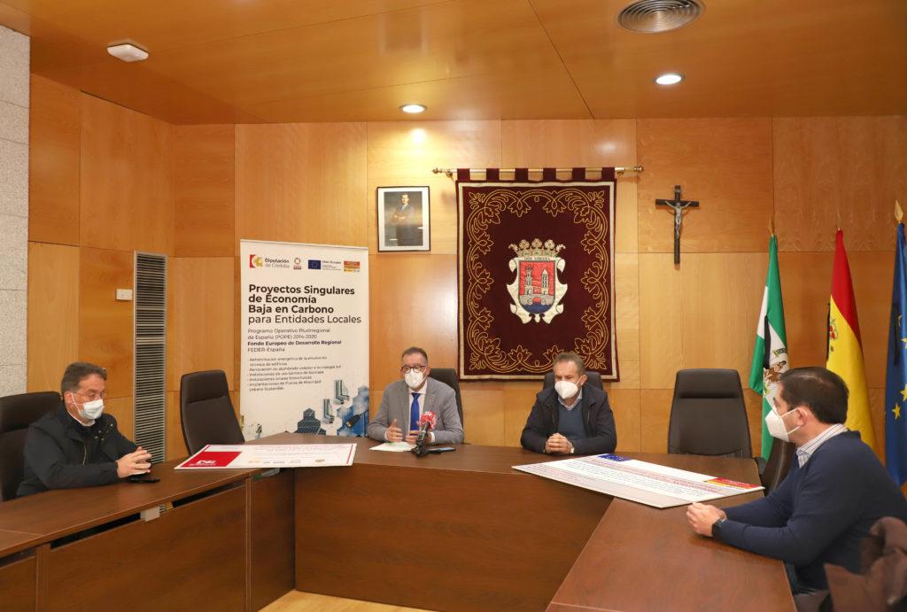 FOTO Juan Díaz y Manuel Torres en el Salón del Plenos del Ayuntamiento.