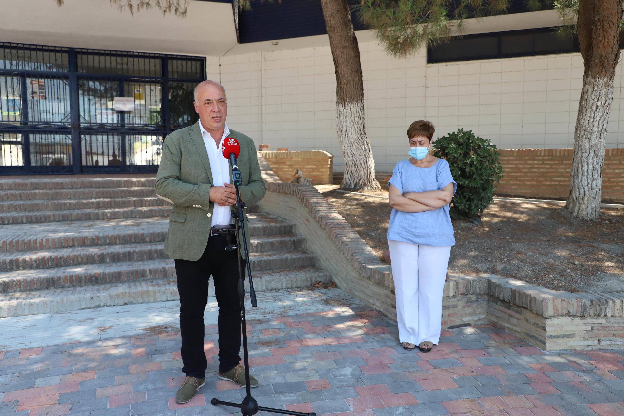 La Diputación de Córdoba y el Ayuntamiento de Moriles trabajan juntos en la reforma de la piscina municipal