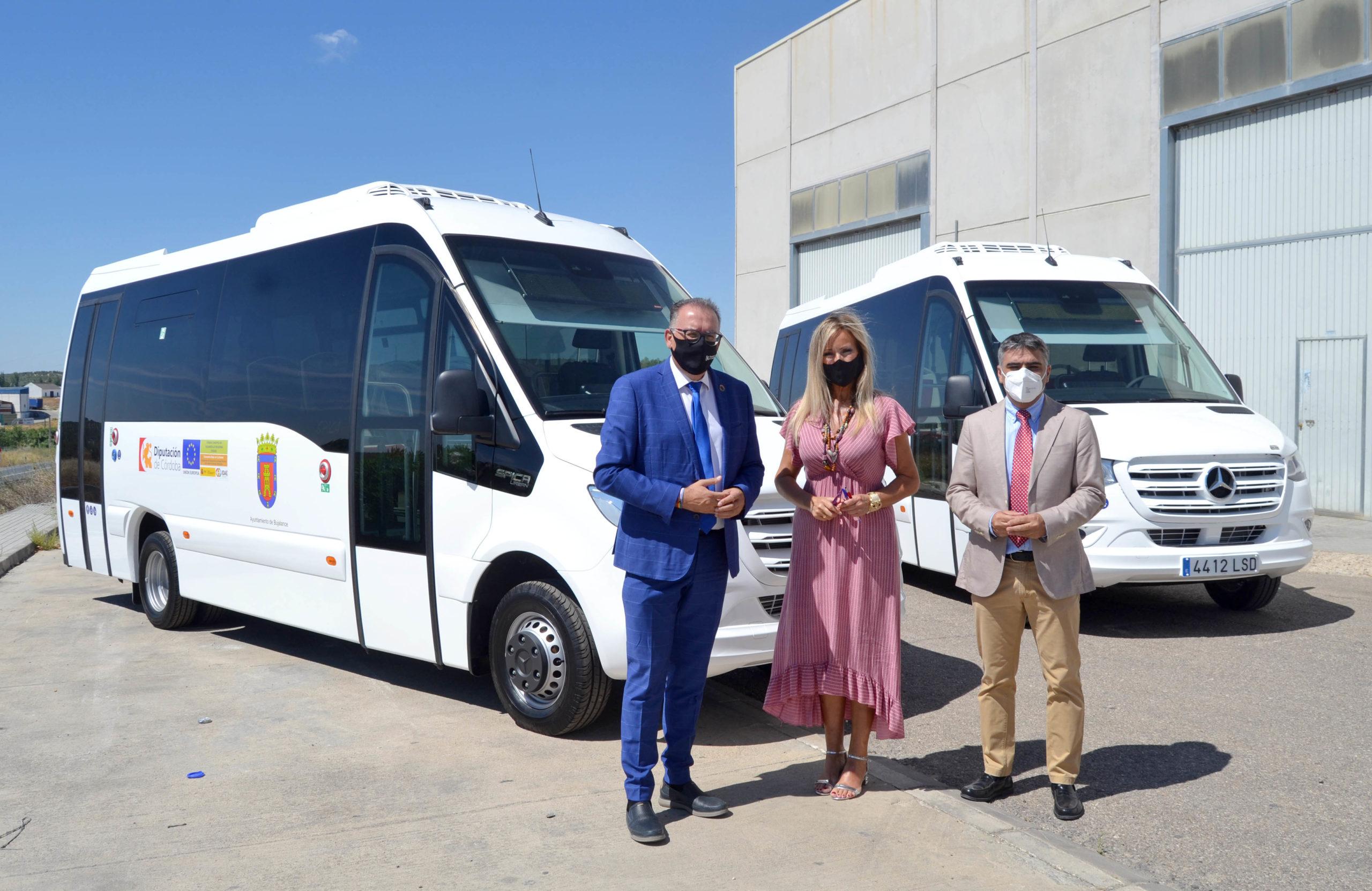 La Diputación de Córdoba entrega al Ayuntamiento de Bujalance dos microbuses de biodiésel para el transporte colectivo de viajeros