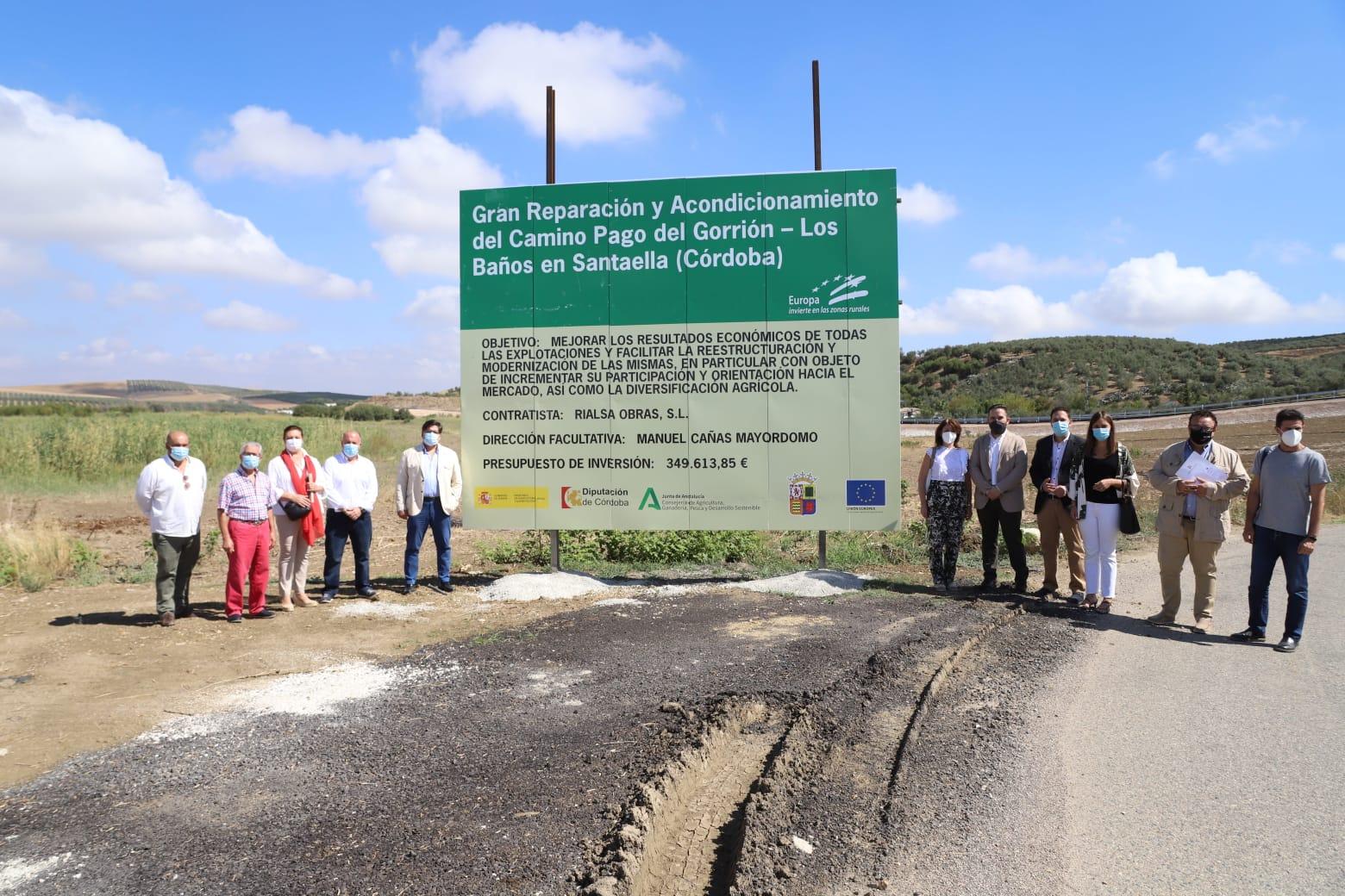 La Diputación de Córdoba colabora en las obras de reparación del camino rural del 'Pago del Gorrión-Los Baños' en Santaella