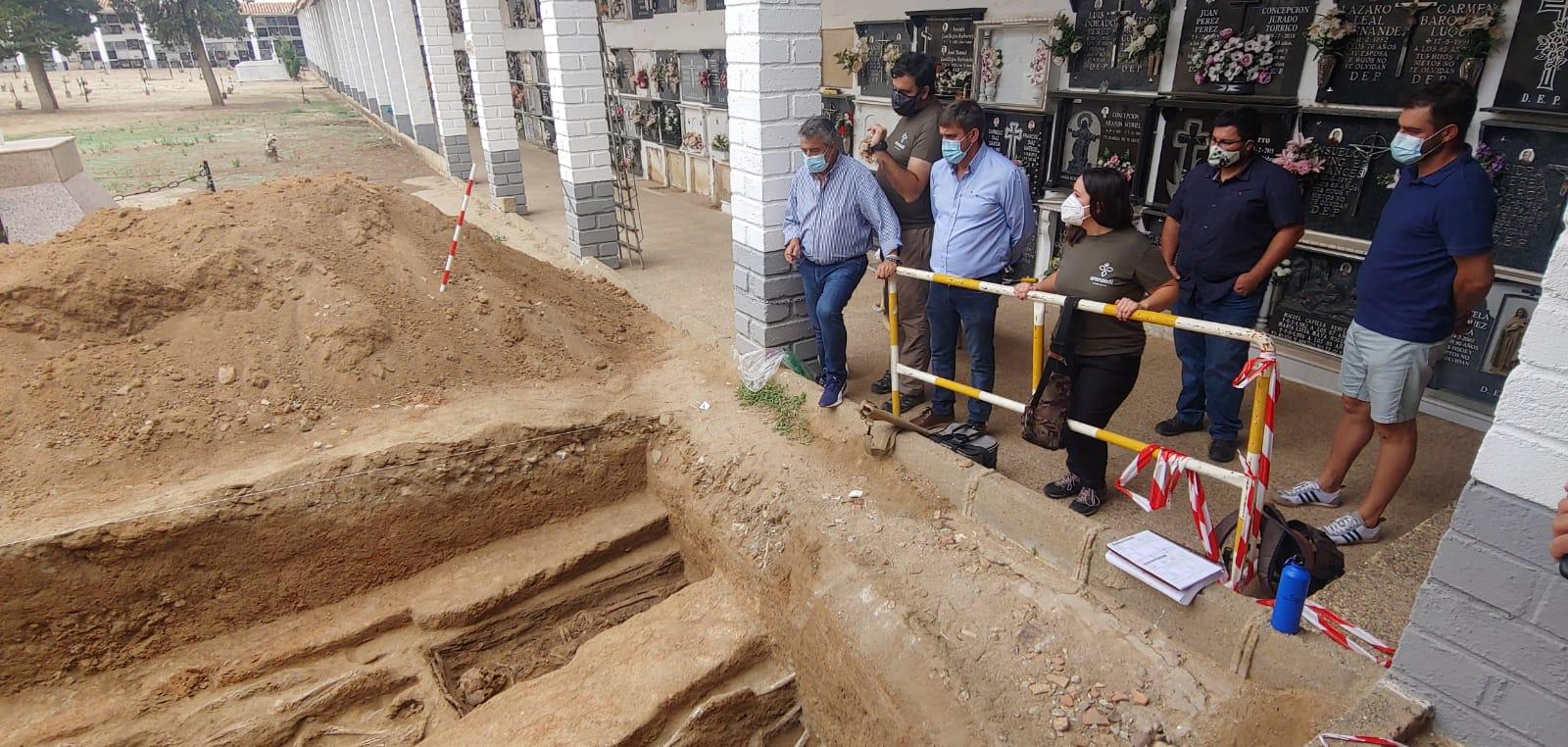 La Delegación de Memoria Democrática se compromete a respaldar los trabajos de exhumación de fosas que se están realizando en Hinojosa del Duque